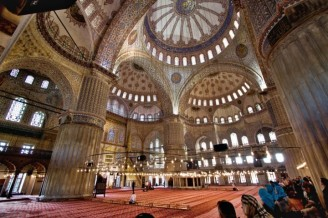 blue-mosque-interior-istanbul-turkey-720x480